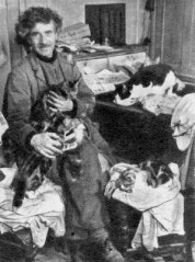 austin_osman_spare_with_his_cats.jpg